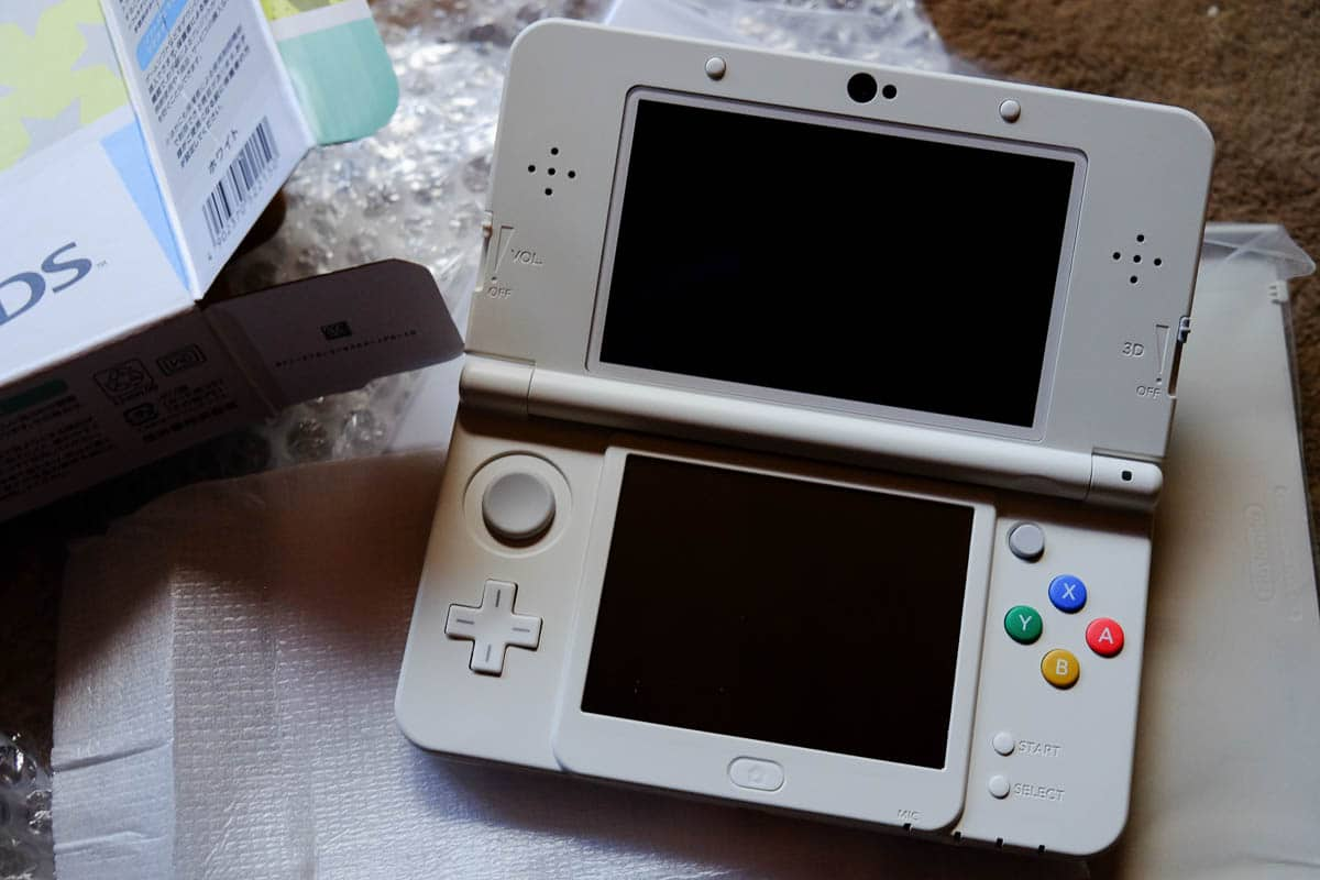 japanese new 3DS white-5